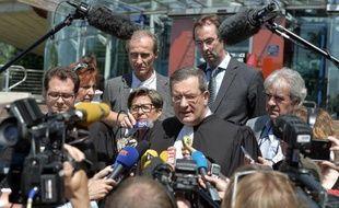 La mère de Vincent Lambert, Viviane Lambert, et son avocat Jean Paillot, devant la presse le 5 juin 2015 à Strasbourg