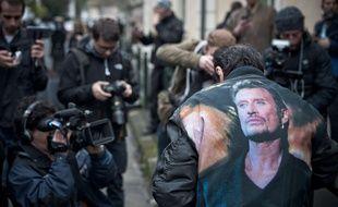 Médias et fans de Johnny Hallyday à Marnes-la-Coquette le 6 décembre 2017