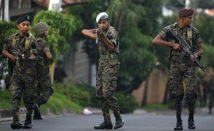 Des soldats du Honduras bloquent l'accès à la résidence du président du Honduras, Manuel Zelaya, dans la capitale du pays Tegucigalpa, le 28 juin 2009.