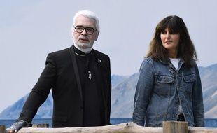Karl Lagerfeld et Virginie Viard à la fin du défilé Chanel le 2 octobre 2018.