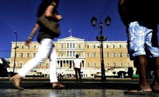 La Grèce toujours en quête d'un gouvernement après le rejet électoral de l'austérité, s'interrogeait mercredi sur les intentions de l'Union européenne de lui verser ou non comme prévu cette semaine, une tranche de prêts visant à la sauver du défaut de paiement.
