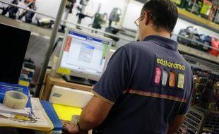 Un employé de Castorama le 5 octobre 2013 dans le magasin de Créteil
