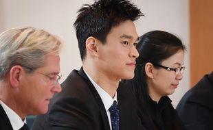 Sun Yang (au centre) a été écouté par le TAS à Montreux (Suisse).