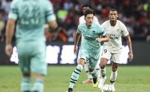 Mesut Özil face au PSG version jeunes pousse de Thomas Tuchel