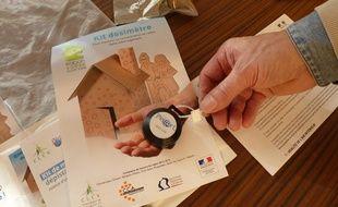 Illustration d'un kit pour mesurer la présence de radon
