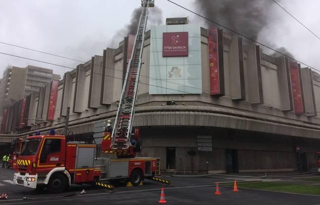 Les pompiers sont intervenus vers midi dans le centre commercial Mériadeck.