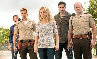 Les personnages de la série sont tous tiraillés entre tolérance et racisme en fonction des choix qui s'imposent à eux.