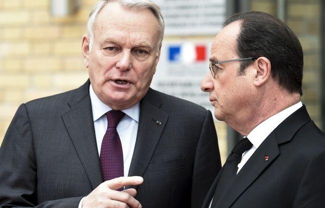 Jean-Marc Ayrault, ministre des Affaires étrangères, aux côtés du président François Hollande.