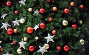 """Plutôt """"que de laisser les cadeaux de Noël prendre la poussière dans un coin du placard ou de les mettre en vente sur internet"""", l'organisation humanitaire Oxfam propose de recueillir vêtements, livres, CD ou DVD dans ses boutiques."""