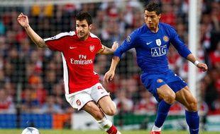 Cesc Fabregas (en rouge) et Cristiano Ronaldo (en bleu), lors d'une demi-finale de Ligue des champions, le 6 mai 2009 à l'Emirates stadium.