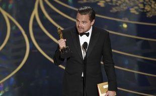 Leonardo DiCaprio reçoit son Oscar pour son rôle dans le film «The Revenant»