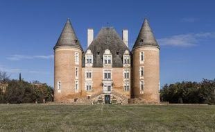 Le château de Saint-Elix, 25 pièces dont 24 chambres.