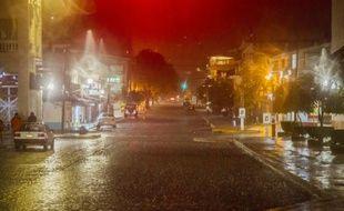 Une rue de Puerto Vallarta avant l'arrivée de l'ouragan Patricia le 23 octobre 2015 au Mexique
