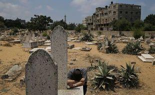 Un Palestinien pleure un proche, perdu lors d'une attaque israélienne le 20 juillet 2014.