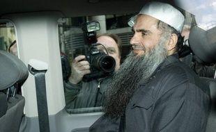 """Al-Qaïda au Maghreb islamique (Aqmi) s'est dit prêt dimanche à libérer un otage britannique si Londres accepte d'extrader l'islamiste Abou Qatada """"Al-Filistini"""" vers le pays de son choix, promettant """"l'enfer"""" pour la Grande-Bretagne s'il était extradé vers la Jordanie, a rapporté SITE, un centre américain de surveillance des sites islamistes."""