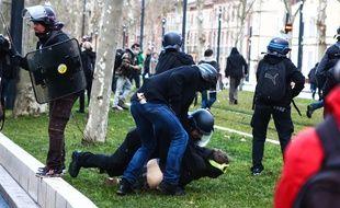 Lors de la manifestation de samedi, sur les allées Jules-Guesdes.