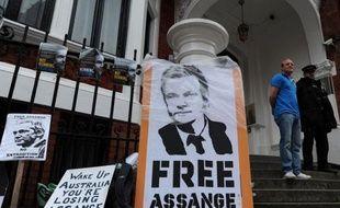 """Le ministre australien des Affaires étrangères Bob Carr a déclaré dimanche qu'il n'y avait """"aucune indication"""" que les Etats-Unis demanderaient l'extradition du fondateur du site WikiLeaks Julian Assange s'il devait être envoyé en Suède."""