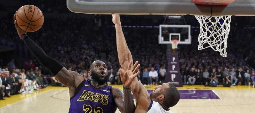 LeBron James face à Gobert, en 2018.