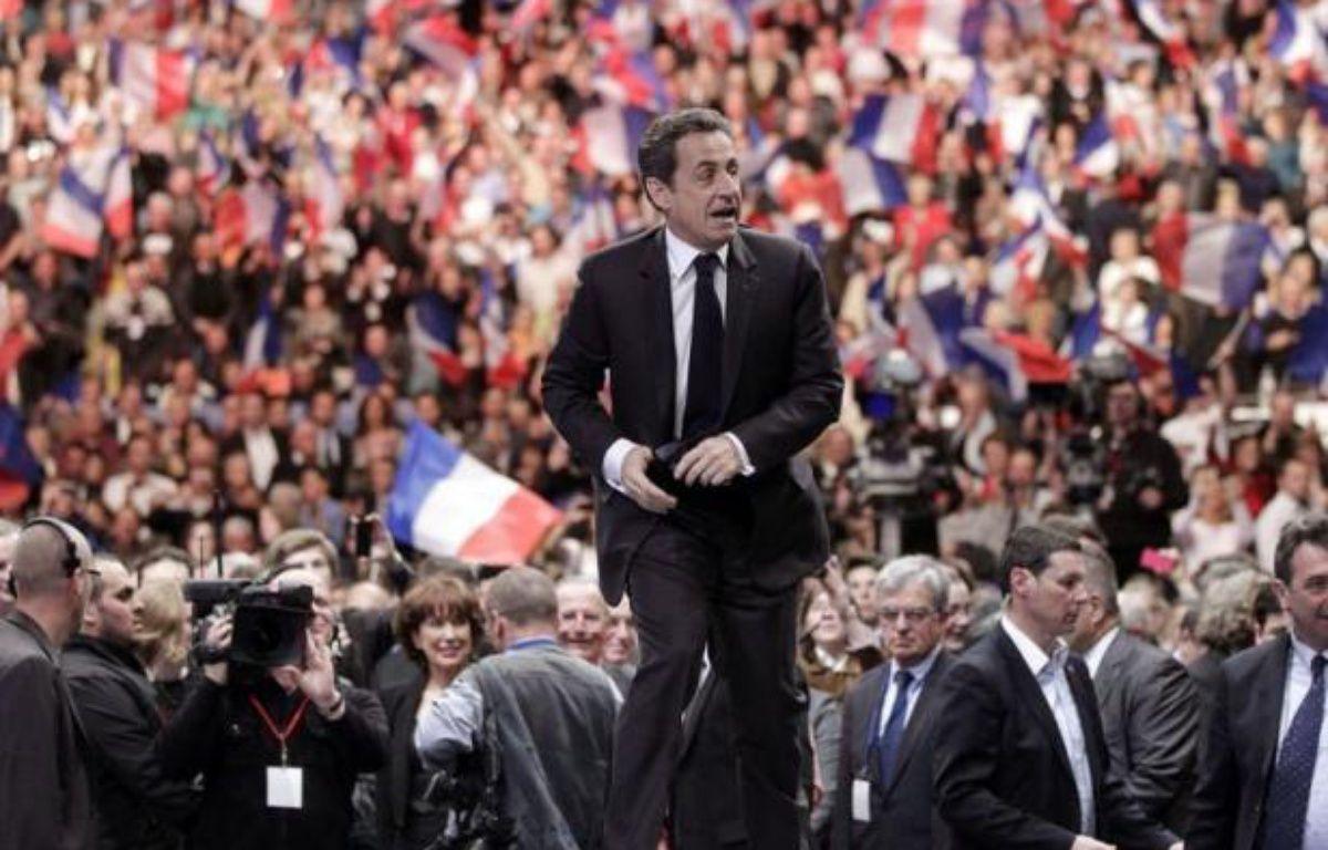 """Nicolas Sarkozy a lancé un appel aux électeurs du FN, dont il comprend """"la souffrance"""", et à ceux du centre, leur demandant ce qu'ils ont """"en commun avec Jean-Luc Mélenchon"""" et """"ceux qui prônent la haine"""", vendredi lors d'un meeting à Caen. – Michel Euler afp.com"""