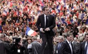 """Nicolas Sarkozy a lancé un appel aux électeurs du FN, dont il comprend """"la souffrance"""", et à ceux du centre, leur demandant ce qu'ils ont """"en commun avec Jean-Luc Mélenchon"""" et """"ceux qui prônent la haine"""", vendredi lors d'un meeting à Caen."""