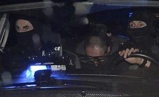 Hubert Caouissin lors de son transfert à Pont-de-Buis le 8 mars 2017 pour participer à la recherche des restes des corps de la famille Troadec.