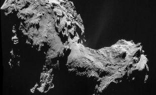 La comète 67P/Churyumov-Gerasimenko prise en photo quand Rosetta était à 28,6 km d'elle, le 19 septembre 2014