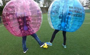 Le Bubble Soccer se joue par équipes de quatre ou cinq joueurs.