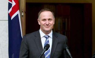 Le Premier ministre néo-zélandais, lors d'une visite à Canberra, en Australie, le 2 octobre 2013