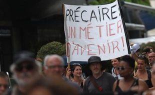 Des intermittents du spectacle protestent contre la réforme de l'assurance chômage au festival d'Avignon le 19 juillet 2014