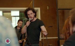 L'acteur Kit Harington dans le faux «making-of» sur la comédie musicale «Game of Thrones» imaginée par Coldplay.
