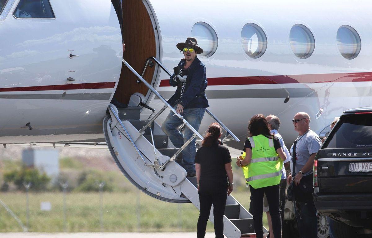 Johnny Depp quitte l'Australie, la main bandée – Annette Dew / Sipa