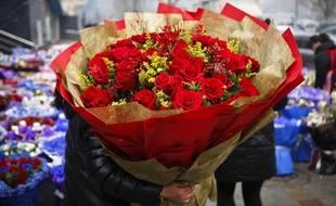 Seuls, déguisés ou accompagnés, les People fêtent la Saint-Valentin