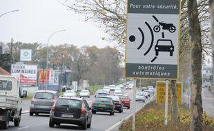 Illustration. Signalisation de la présence d'un radar. Nantes, le 06/12/2010.