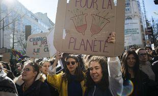 Des militantes lors d'une marche pour le climat à Paris, le 16 mars 2019.