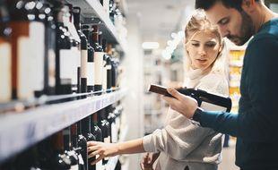 80% des bouteilles de vin achetées en France le sont en grande ou moyenne surface. Dans les rayons, l'appellation d'origine contrôlée est un gage de savoir-faire.