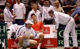 Novak Djokovic, touché à une cheville ce week-end en Coupe Davis, a passé des examens rassurants mardi, même s'il devra observer quelques jours de repos et si sa participation au tournoi de Monte-Carlo la semaine prochaine reste incertaine.