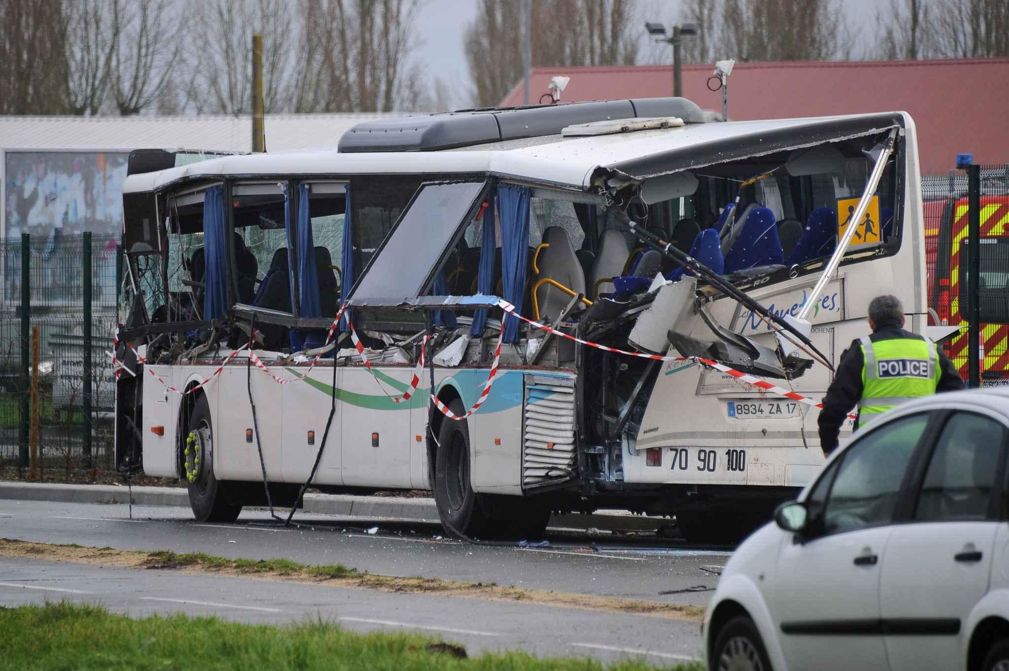 collision rochefort le 2e accident mortel impliquant des transports scolaires en 2 jours. Black Bedroom Furniture Sets. Home Design Ideas