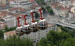 Grenoble possède déjà son téléphérique urbain. Celui de Toulouse verra défiler de grandes cabines.