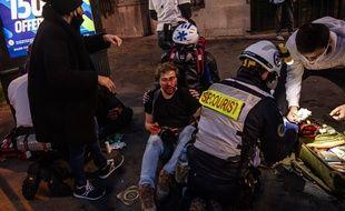 Le photographe syrien Ameer al-Halbi Loi a été blessé au visage alors qu'il couvrait la manifestation contre la loi « sécurité globale », le 30 novembre 2020, à Paris.