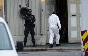 La police travaille à proximité d'un site après qu'un homme a tué plusieurs personnes, à Kongsberg, en Norvège, le jeudi 14 octobre 2021.