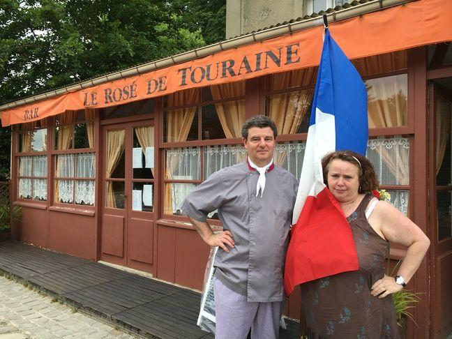 Claude et Ginette Moussaoui ont sorti leur drapeau depuis le début de l'Euro, eux.