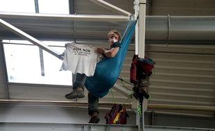 Un faucheur volontaire dans l'usine Monsanto de Trèbes, le 17 mai 2019.