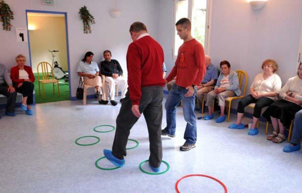 Une séance de gymnastique pour les malades  atteints de Parkinson à Ussat les Bains. – DURAND FLORENCE/SIPA
