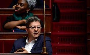 Le leader de la France Insoumise Jean-Luc Mélenchon lors de la session de questions au gouvernement à l'Assemblée nationale, à Paris le 15 novembre 2017.