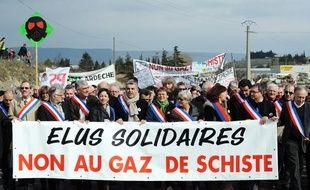 Manifestation contre l'exploitation des gaz de schiste à Villeneuve-de-Berg, en Ardèche, le 26 février 2011.