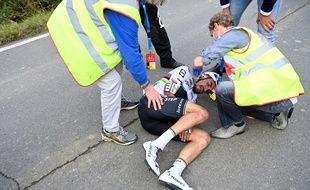 Le champion du monde a chuté sur la route des Flandres.