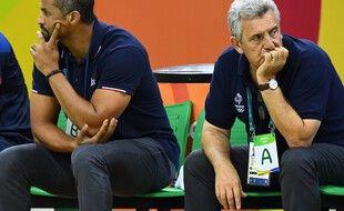 Didier Dinart et Claude Onesta sur le banc de l'équipe de France de handball lors des JO, le 9 août 2016.