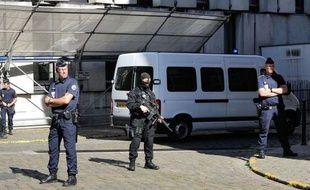 L'auteur présumé des coups de feu sur une discothèque de Lille le 1er juillet, et l'homme avec lequel il avait pris la fuite, extradés d'Espagne, sont arrivés mardi après-midi au palais de justice de Lille en vue de leur mise en examen, a-t-on appris auprès du parquet.