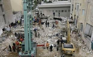 Au moins 26 personnes ont péri dans l'effondrement d'un immeuble délabré à Beyrouth, un bilan qui risque de s'alourdir au moment où des voix s'élevaient lundi contre la négligence des autorités.