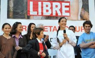 """La Franco-Colombienne Ingrid Betancourt annonce qu'elle va """"rentrer en Colombie dans quelques jours"""", dans un entretien au Journal du Dimanche où elle fait également part de son intention d'écrire une pièce de théâtre sur son expérience d'otage."""